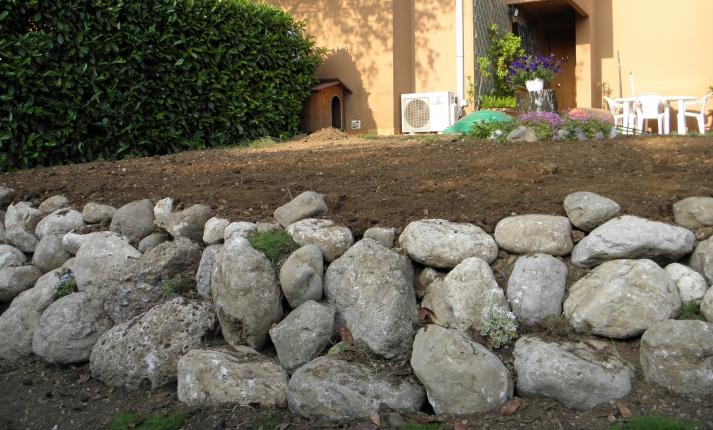 Vivaio piante udine progettazione giardini udine provincia e friuli venezia giulia - Giardini con pietre bianche ...