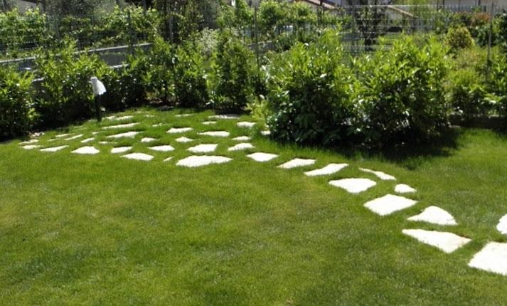 Vivaio piante udine progettazione giardini udine - Pietre da giardino ornamentali ...